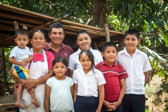 jacqueline-with-her-family-puentecitos-el-salvador-cafod